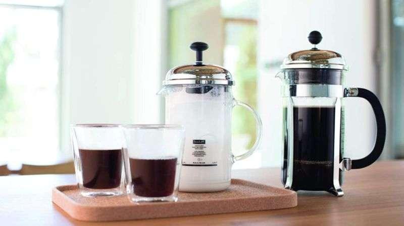 عمل رغوة القهوة بالفرنش بريس