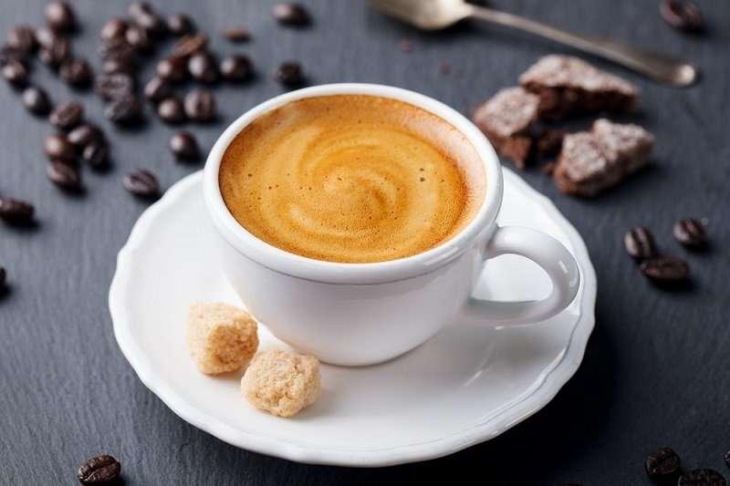 طريقة عمل القهوة الفرنسية بالبندق والحليب