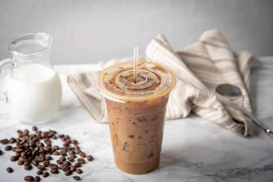 كاسات القهوه البارده بلاستيك