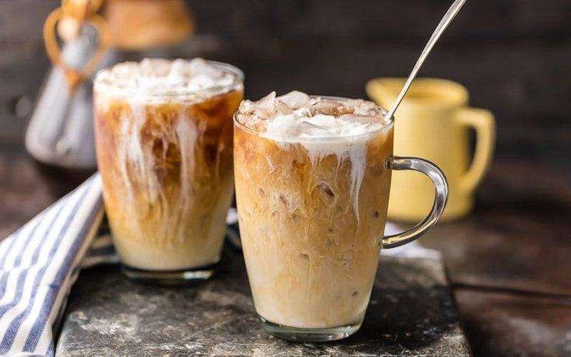 اكواب قهوة باردة